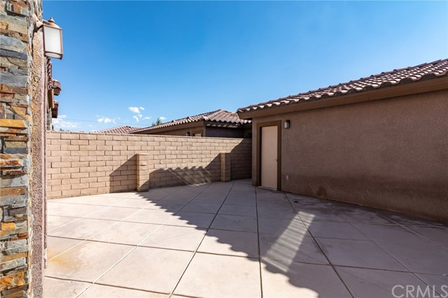 14176 Kiowa Road, Apple Valley CA: http://media.crmls.org/medias/2636d3b6-0c91-47ea-823a-1fbf530b5af5.jpg