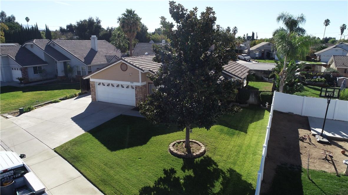 359 Flordason Drive, Calimesa CA: http://media.crmls.org/medias/26571683-6dfa-472d-9682-773257f4109b.jpg