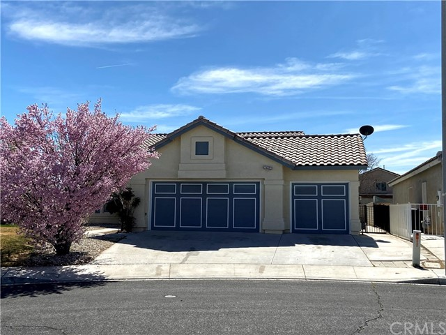 Detail Gallery Image 1 of 1 For 14165 Gray Ln, Victorville,  CA 92394 - 4 Beds | 2 Baths