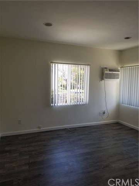 10321 Parr Avenue, Sunland CA: http://media.crmls.org/medias/266bade1-7b04-4045-a145-2d4131a27d2e.jpg