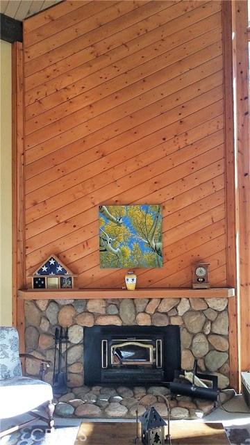 238 Shasta Drive, Lake Arrowhead CA: http://media.crmls.org/medias/26760c50-1ec2-4e13-b67f-bb188631f4c0.jpg