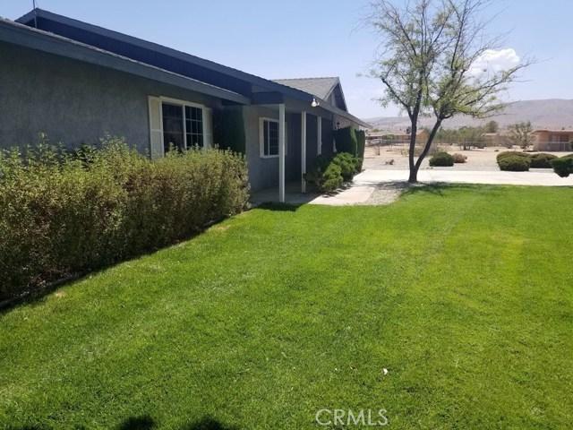 11125 Blackfoot Road, Apple Valley CA: http://media.crmls.org/medias/267bfb64-c4ab-4295-a12a-6cae5097dd00.jpg