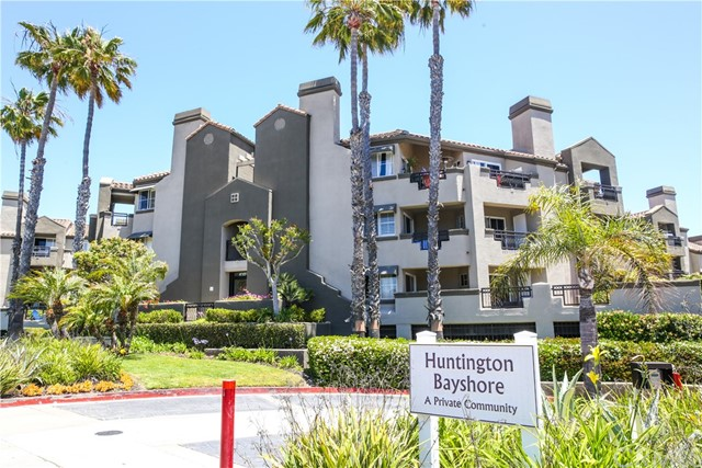 410 Lake Street, Huntington Beach CA: http://media.crmls.org/medias/2680c3a9-5230-410f-9a3e-6ba5c88cfa8f.jpg