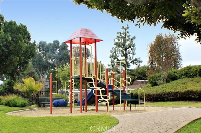 26108 Via Pera, Mission Viejo CA: http://media.crmls.org/medias/2698ad16-dcd9-4551-849b-90107f748082.jpg