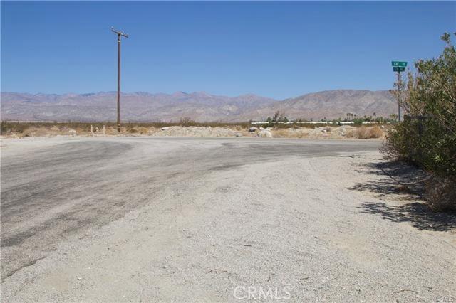 5 Kay Road, Desert Hot Springs CA: http://media.crmls.org/medias/26a77301-e216-4478-b9bc-1297a37cebbd.jpg