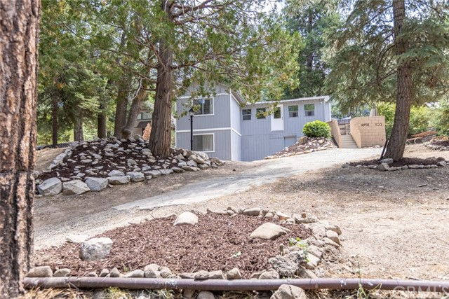 2427 Spruce Drive, Running Springs CA: http://media.crmls.org/medias/26cba97d-384d-41fb-b8f5-e321bf9af0d0.jpg