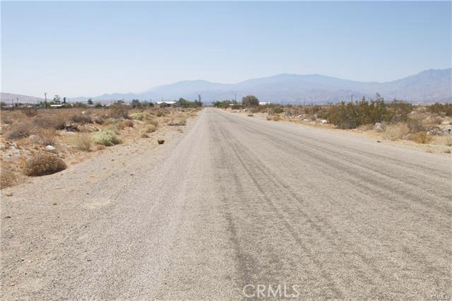 5 Kay Road, Desert Hot Springs CA: http://media.crmls.org/medias/26e339aa-be42-4674-b324-a5cc61f95a46.jpg