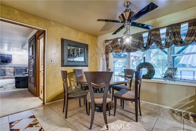 37170 Oak Grove Road, Yucaipa CA: http://media.crmls.org/medias/26e44b13-0ad6-4cd6-8e52-1c3118eed3e1.jpg
