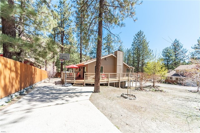 1950 Twin Lakes Drive, Wrightwood CA: http://media.crmls.org/medias/26ef0887-4a96-4be4-ad30-a46943c3d584.jpg
