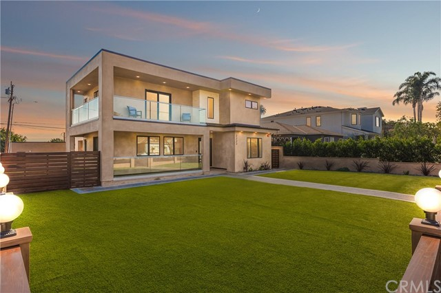 Single Family Home for Sale at 2222 Ashland Ave 2222 Ashland Ave Santa Monica, California 90405 United States