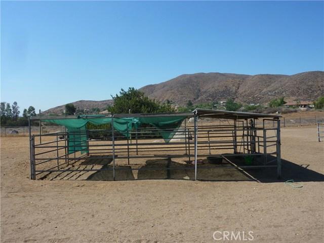 20795 Santa Rosa Mine Road, Perris CA: http://media.crmls.org/medias/26f700d3-dfa4-463c-85f3-4409cdda8329.jpg