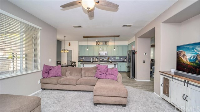 38042 Orange Blossom Lane, Murrieta CA: http://media.crmls.org/medias/2702c954-c161-41f2-9a14-55bfa170f21b.jpg