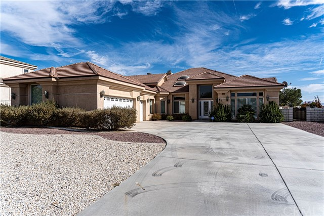Detail Gallery Image 1 of 17 For 16233 Ridge View Dr, Apple Valley, CA 92307 - 4 Beds | 3/1 Baths