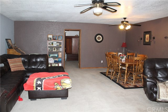 11033 Merino Avenue, Apple Valley CA: http://media.crmls.org/medias/27182da2-e357-468d-8173-34de7c58825a.jpg