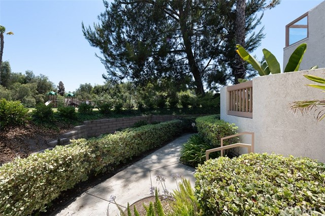 24392 Acaso, Laguna Hills CA: http://media.crmls.org/medias/271e2e81-ee50-46cd-9280-71a5c7fac291.jpg