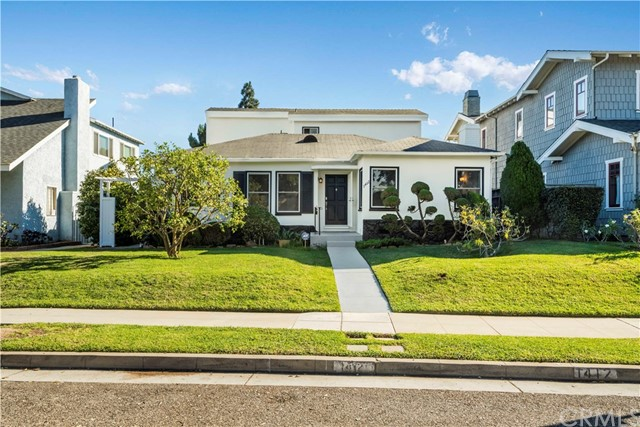 Detail Gallery Image 1 of 55 For 1412 Hill St, Santa Monica,  CA 90405 - 3 Beds | 2 Baths