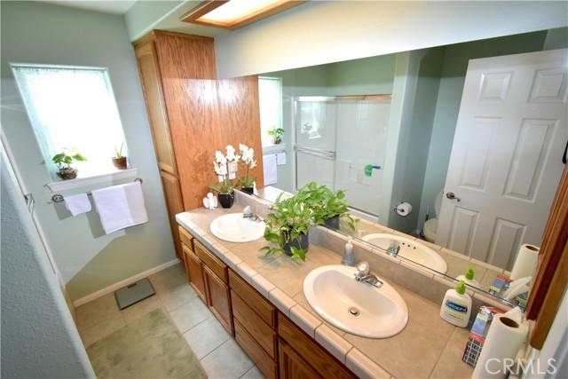 13486 1st Avenue, Victorville CA: http://media.crmls.org/medias/274ae72d-40c4-4528-92fc-ecdde5372d0a.jpg