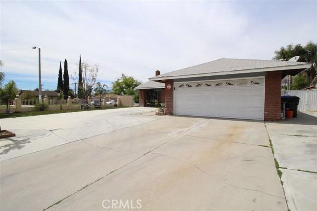 800 San Carlo Avenue, San Bernardino CA: http://media.crmls.org/medias/274d083b-d43d-4601-85cf-02c6a8c58390.jpg