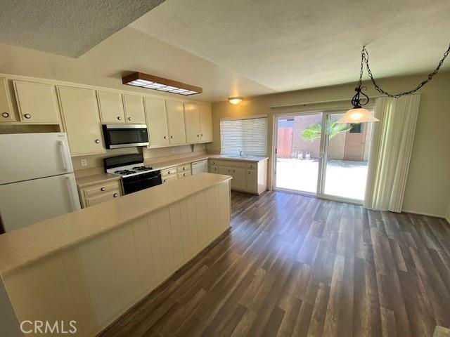 335 Woodland Place, Costa Mesa CA: http://media.crmls.org/medias/276678d4-5d81-4055-8b0e-6ae97f313e7c.jpg