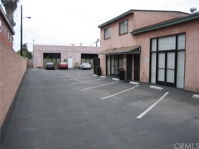 8514 Artesia Boulevard, Bellflower CA: http://media.crmls.org/medias/2772309d-a23e-4a2b-ae15-88d1427a41f4.jpg