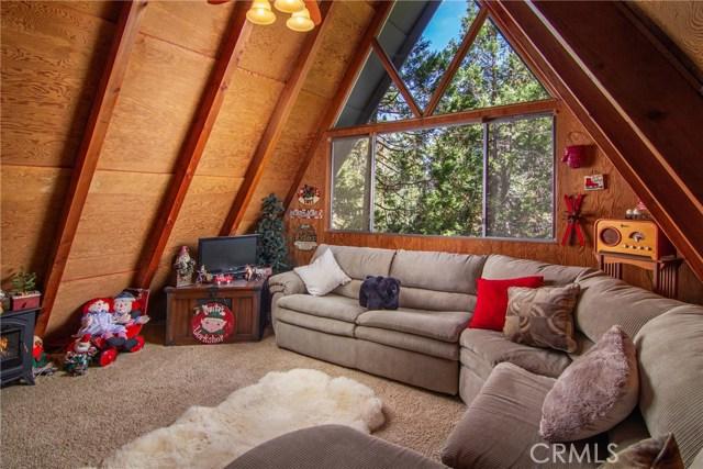 29036 Alder Terrace, Cedar Glen CA: http://media.crmls.org/medias/27754049-9337-42c4-b8ec-21ce08ebd27c.jpg