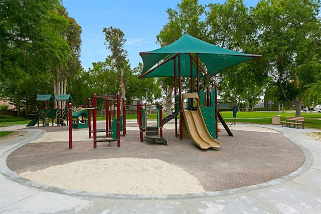62 Crabapple, Irvine CA: http://media.crmls.org/medias/2787f49a-9a1d-4faa-a744-740fa7214196.jpg