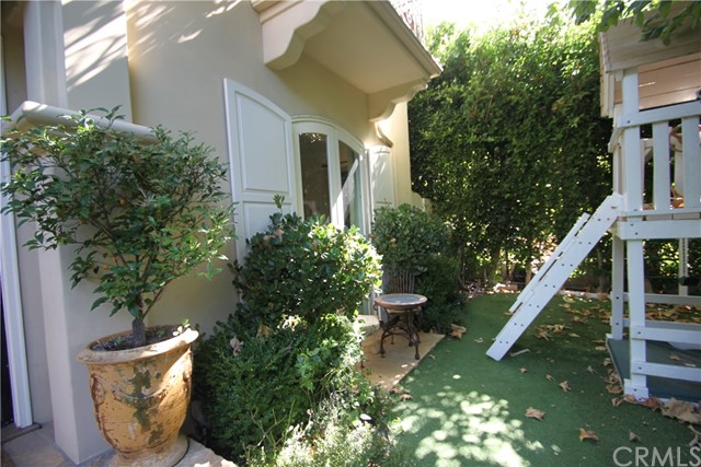 327 Euclid St, Santa Monica, CA 90402 photo 9
