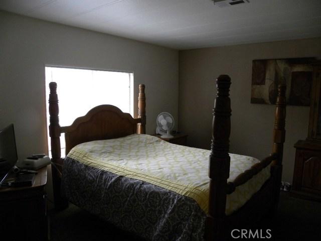 40897 Laredo, Cherry Valley CA: http://media.crmls.org/medias/27a7be16-aec0-433b-a0ed-51b529649630.jpg
