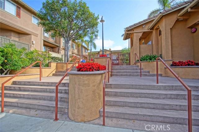 300 W Summerfield Cr, Anaheim, CA 92802 Photo 2