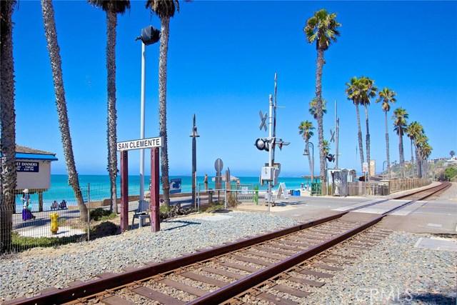 40 Calle De La Luna, San Clemente CA: http://media.crmls.org/medias/27c13ea5-aa87-4aa0-99bc-d42b6aa50564.jpg
