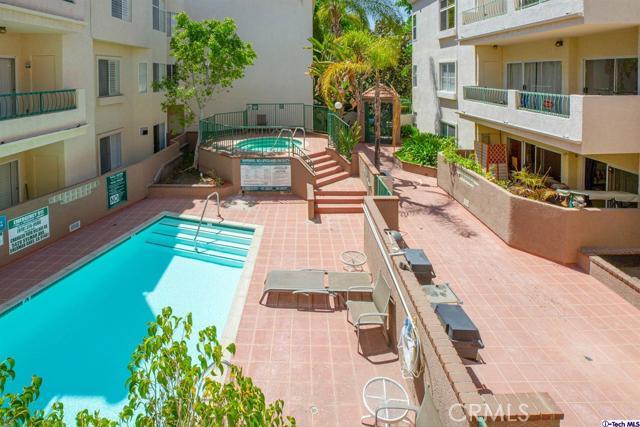 5420 Sylmar Avenue, Sherman Oaks CA: http://media.crmls.org/medias/27dd6005-25f9-466d-99c8-5b0bf97abd80.jpg
