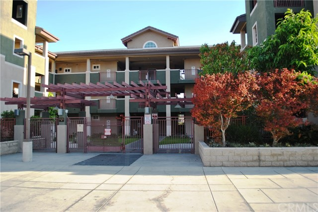 228 S Olive Avenue, Alhambra CA: http://media.crmls.org/medias/27eef691-d4df-4fd7-ab7d-6a6007e08d8e.jpg