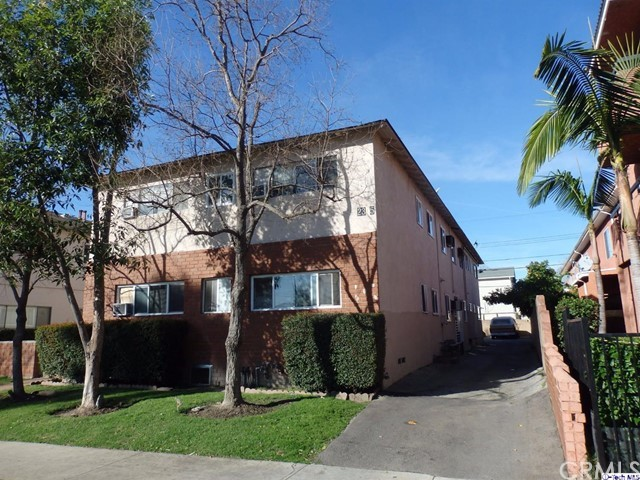 2305 N Naomi Street Burbank, CA 91504 is listed for sale as MLS Listing 317001659