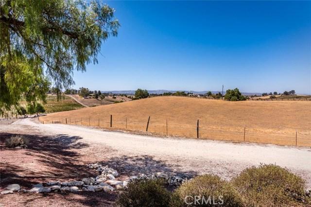 6260 Independence Ranch Lane, San Miguel CA: http://media.crmls.org/medias/27febd63-827d-4196-aa10-63d6de10fe2b.jpg