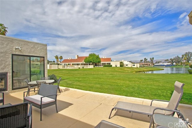 34868 Mission Hills Drive, Rancho Mirage CA: http://media.crmls.org/medias/2804e1cd-2002-45aa-a4cf-89ac702b9b9f.jpg