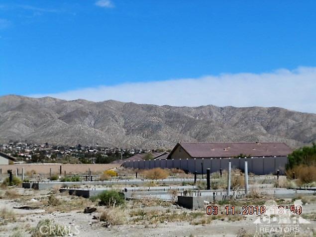 0 Bald Eagle Lane, Desert Hot Springs CA: http://media.crmls.org/medias/281cc73c-e9ac-47f4-af84-e7e10fae5cb0.jpg