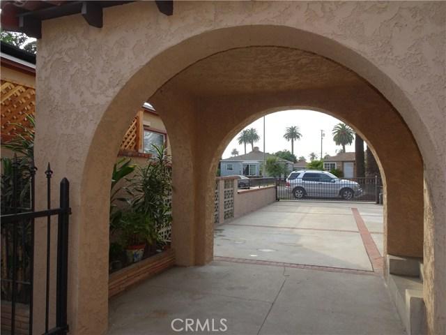2474 Maine Avenue, Long Beach CA: http://media.crmls.org/medias/2822d702-dc97-4cba-b5ab-3dc8968fb1d5.jpg