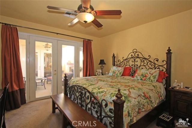 78936 Spirito Court, Palm Desert CA: http://media.crmls.org/medias/2828e1c5-df33-4a8b-8111-4a338ca87174.jpg