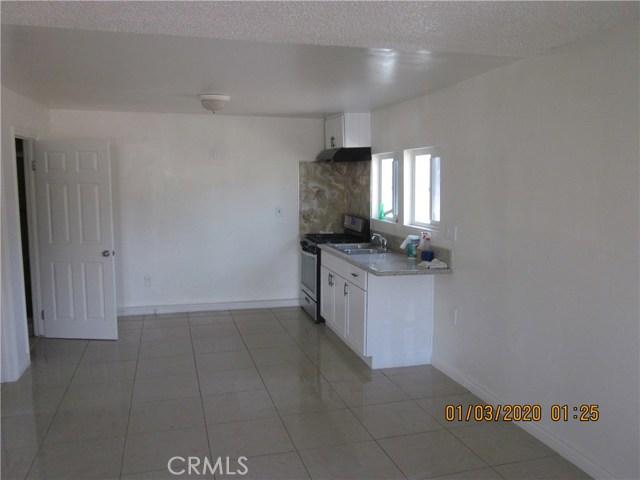 1050 W Walnut, Santa Ana CA: http://media.crmls.org/medias/283d2ce2-be30-4921-855d-b234b884fab8.jpg