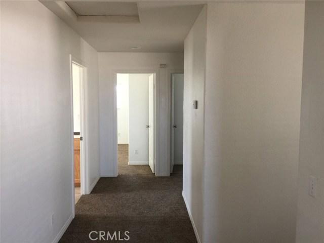11818 Indian Hills Lane, Victorville CA: http://media.crmls.org/medias/286dcc87-b630-4a3a-93b9-ec1d7a959e1a.jpg