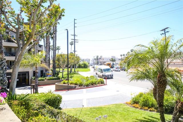 410 Lake Street, Huntington Beach CA: http://media.crmls.org/medias/28813b48-1c60-4105-917b-4f21abbf01c3.jpg