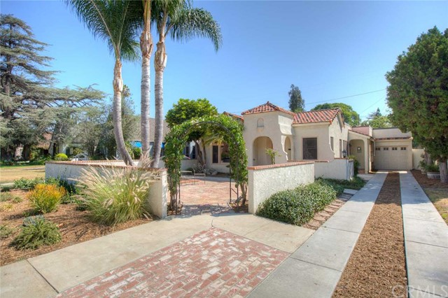 Single Family Home for Sale at 2011 North Ross St 2011 Ross Santa Ana, California 92706 United States