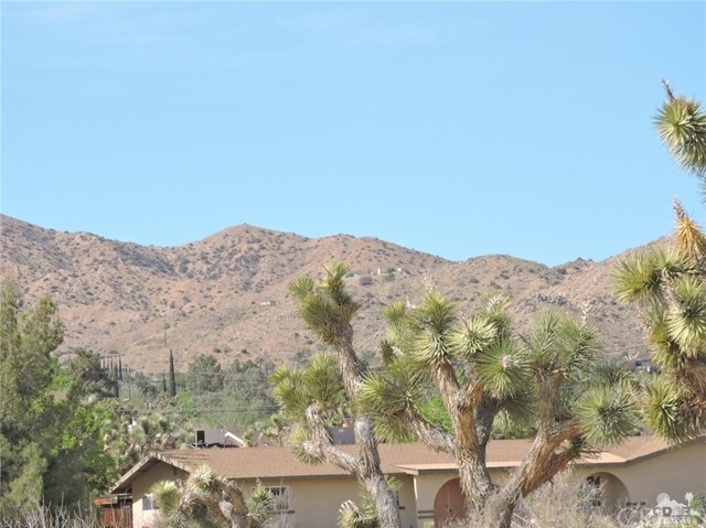 8040 Sage Avenue, Yucca Valley CA: http://media.crmls.org/medias/28ae6f50-c3bf-4df0-8351-6aacc46a85b8.jpg