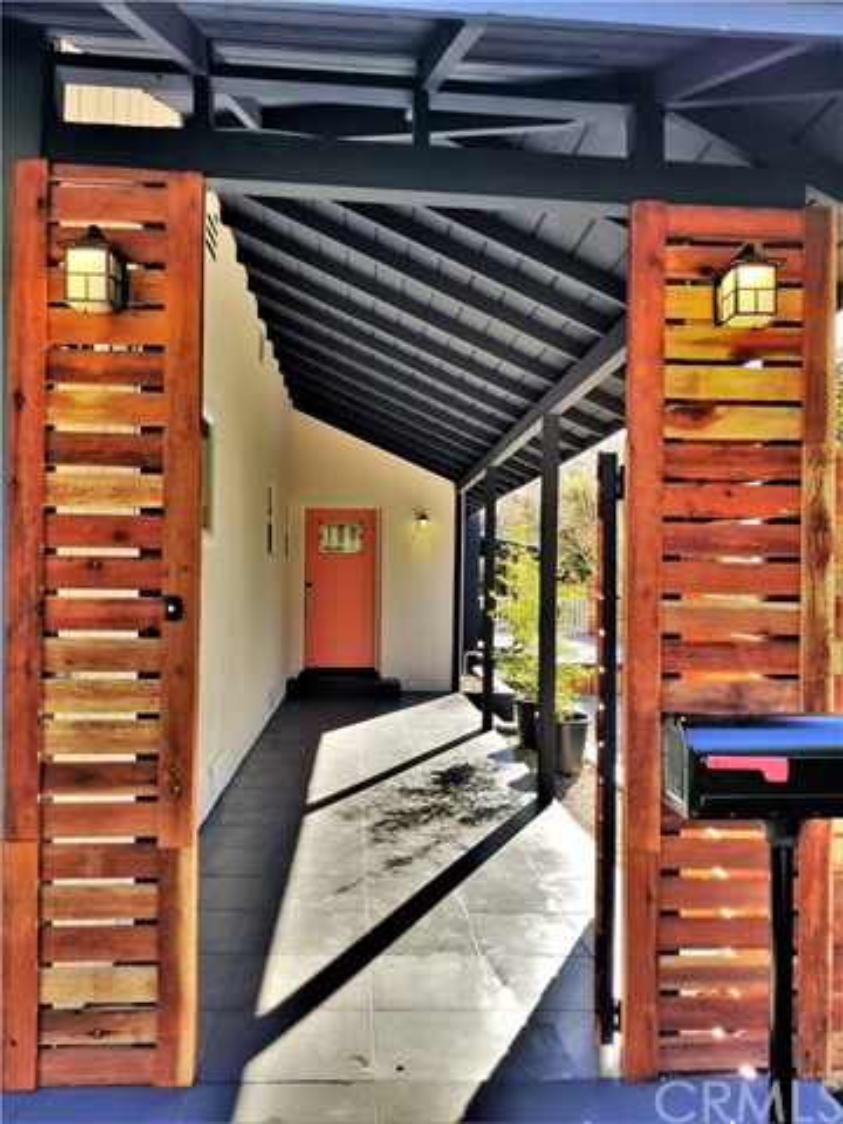 970 E Woodbury Rd, Pasadena, CA 91104 Photo 3