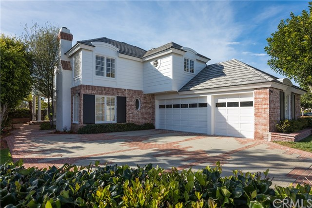 Single Family Home for Sale at 19565 Woodlands Drive Huntington Beach, California 92648 United States
