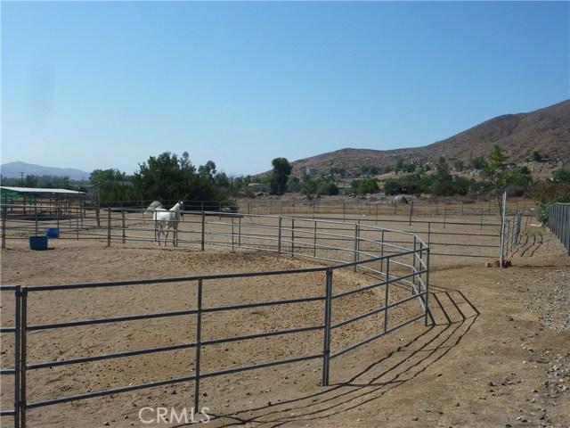 20795 Santa Rosa Mine Road, Perris CA: http://media.crmls.org/medias/28c34def-d1e7-4018-a422-7a3350168f72.jpg