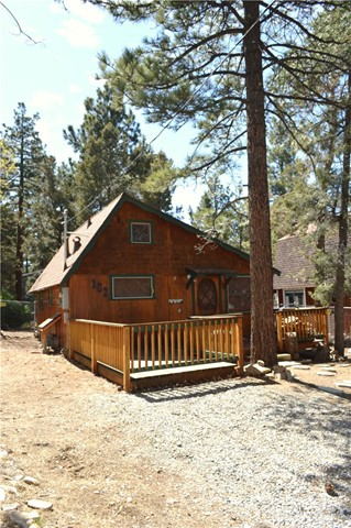 162 Victoria Lane Sugar Loaf, CA 92386 - MLS #: OC17125636
