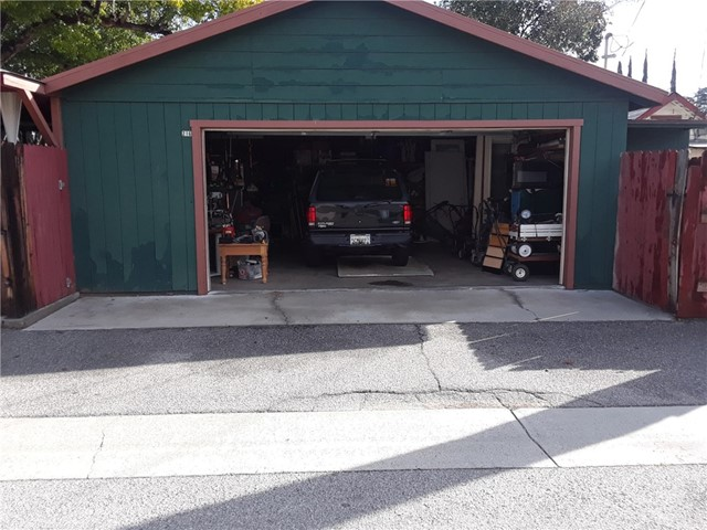 216 N Olive Avenue, Rialto CA: http://media.crmls.org/medias/290cef0b-cdd6-41cd-aeef-6e81ece96977.jpg