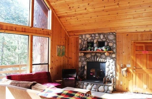 23076 Oak Leaf Lane, Idyllwild CA: http://media.crmls.org/medias/29452fd4-cd66-46a0-ae6a-44791708800b.jpg