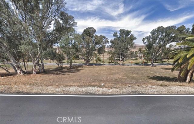 239 Riverside Drive, Lake Elsinore CA: http://media.crmls.org/medias/2966e780-0ed8-4b80-af6a-181aa976625f.jpg